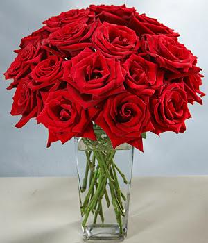 Afyon çiçek siparişi sitesi  Sevdiklerinize özel ürün 12 adet cam içerisinde kirmizi gül  Afyon hediye çiçek yolla