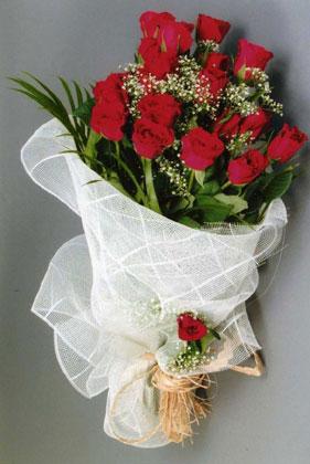 10 adet kirmizi güllerden buket çiçegi  Afyon yurtiçi ve yurtdışı çiçek siparişi