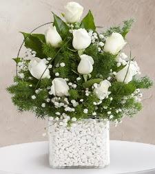 9 beyaz gül vazosu  Afyon çiçek satışı