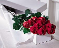 Afyon çiçek satışı  özel kutuda 12 adet gül