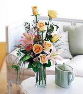 Afyon çiçek , çiçekçi , çiçekçilik  cam yada mika vazo içerisinde gül kazablanka
