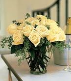 Afyon çiçek siparişi sitesi  11 adet sari gül mika yada cam vazo tanzim