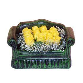 Seramik koltuk 12 sari gül   Afyon ucuz çiçek gönder