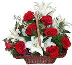 sepette gül ve kazablankalar   Afyon çiçekçi mağazası