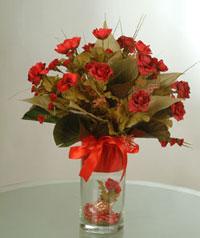 yapay güllerden vazo  9 gül  Afyon uluslararası çiçek gönderme