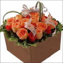 kare sandikta 11 gülllerden   Afyon çiçekçi mağazası
