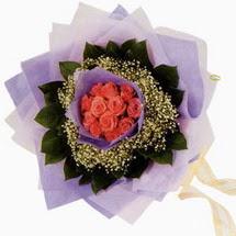 12 adet gül ve elyaflardan   Afyon çiçekçi mağazası