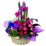 çikolata ve sepette çiçek   Afyon çiçek gönderme sitemiz güvenlidir