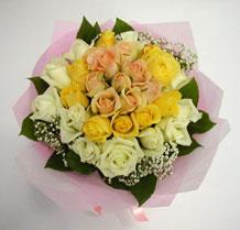 sari ve beyaz gül karisimda   Afyon çiçek , çiçekçi , çiçekçilik
