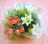 Afyon çiçek yolla  lilyum ve 7 adet gül buket