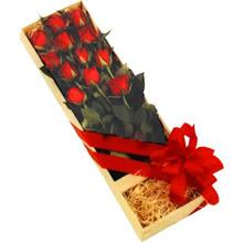kutuda 12 adet kirmizi gül   Afyon çiçek yolla