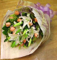 Afyon internetten çiçek satışı  11 ADET GÜL VE 1 ADET KAZABLANKA