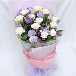 Afyon internetten çiçek satışı  BEYAZ GÜLLER VE KIR ÇIÇEKLERIS BUKETI