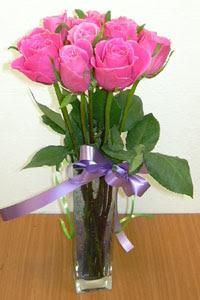cam vazo içerisinde 11 adet gül  Afyon internetten çiçek satışı