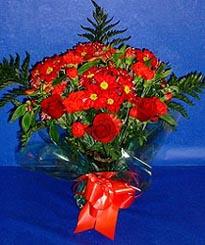 Afyon hediye çiçek yolla  3 adet kirmizi gül ve kir çiçekleri buketi