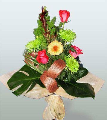 Afyon ucuz çiçek gönder  3 adet gül 4 adet gerbera çiçegi sade buket