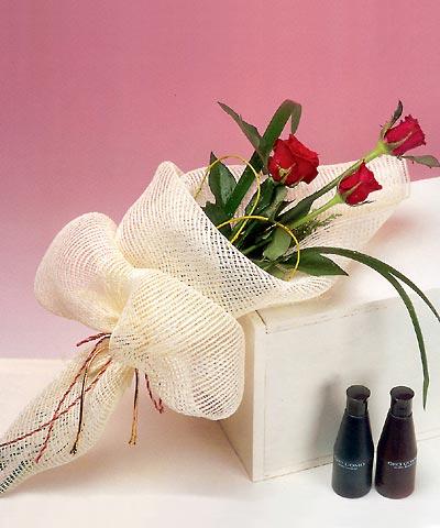 3 adet kalite gül sade ve sik halde bir tanzim  Afyon internetten çiçek siparişi