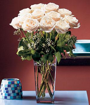 Afyon hediye sevgilime hediye çiçek  Cam yada mika vazo içerisinde 12 gül