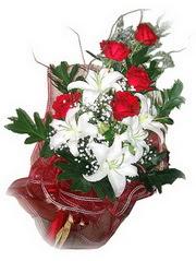 Afyon kaliteli taze ve ucuz çiçekler  5 adet kirmizi gül 1 adet kazablanka çiçegi buketi