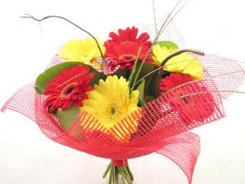 9 adet gerbera çiçeklerinden buket  Afyon çiçek satışı