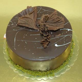 pastaci ustamizdan 4 ile 6 kisilik fistikli çikolatali yaspasta  Afyon çiçek servisi , çiçekçi adresleri