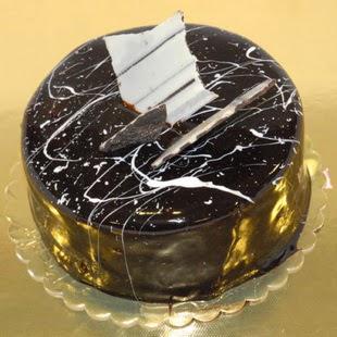 pasta gönder 4 ile 6 kisilik parça çikolatali yaspasta  Afyon internetten çiçek siparişi