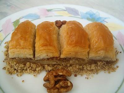 online pastane Essiz lezzette 1 kilo cevizli baklava  Afyon cicek , cicekci