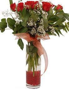 Afyon uluslararası çiçek gönderme  11 adet kirmizi gül vazo çiçegi