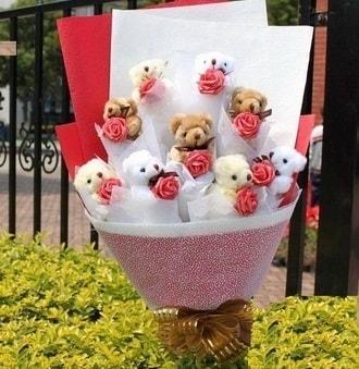 Afyon çiçek siparişi vermek  9 adet ayicik ve 9 adet yapay gül