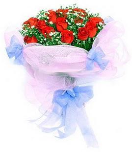 Afyon çiçek siparişi sitesi  11 adet kırmızı güllerden buket modeli