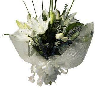 Afyon çiçekçi mağazası  2 dal kazablanka çiçek buketi
