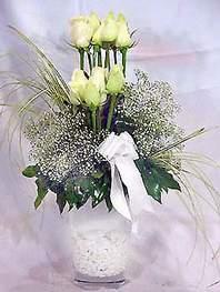 Afyon online çiçek gönderme sipariş  9 adet vazoda beyaz gül - sevdiklerinize çiçek seçimi