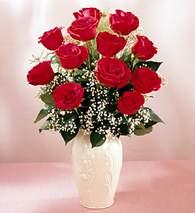 Afyon çiçekçi mağazası  9 adet vazoda özel tanzim kirmizi gül