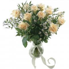 Vazoda 8 adet beyaz gül  Afyon 14 şubat sevgililer günü çiçek