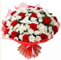11 adet kırmızı gül ve beyaz kır çiçeği  Afyon internetten çiçek satışı
