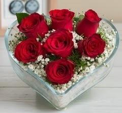 Kalp içerisinde 7 adet kırmızı gül  Afyon çiçek gönderme sitemiz güvenlidir