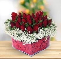 15 kırmızı gülden kalp mika çiçeği  Afyon çiçek satışı