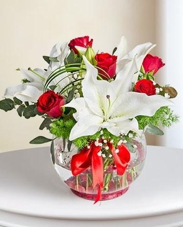 Fanus Vazoda 2 Lilyum ve 5 Gül Dansı  Afyon çiçek gönderme