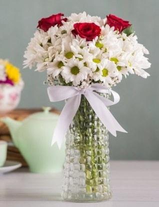 Papatya Ve Güllerin Uyumu camda  Afyon çiçek gönderme sitemiz güvenlidir