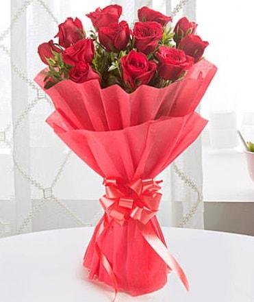 12 adet kırmızı gülden modern buket  Afyon çiçek yolla