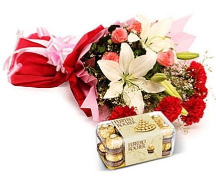 Karışık buket ve kutu çikolata  Afyon çiçek , çiçekçi , çiçekçilik