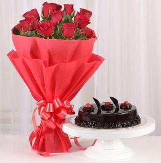 10 Adet kırmızı gül ve 4 kişilik yaş pasta  Afyon internetten çiçek satışı