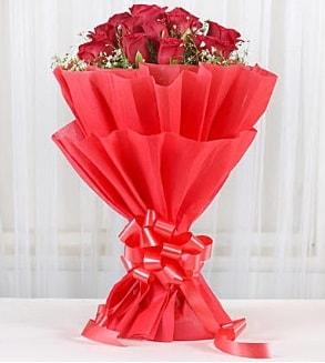 12 adet kırmızı gül buketi  Afyon hediye çiçek yolla